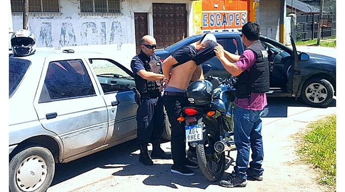 Vendían por Facebook motos y piezas robadas, fueron detenidos